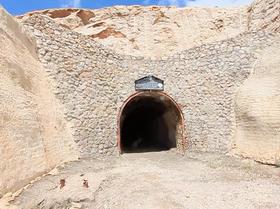 عملیات عمرانی بر دهانه خروجی غار ۷۰ میلیون ساله نخجیر